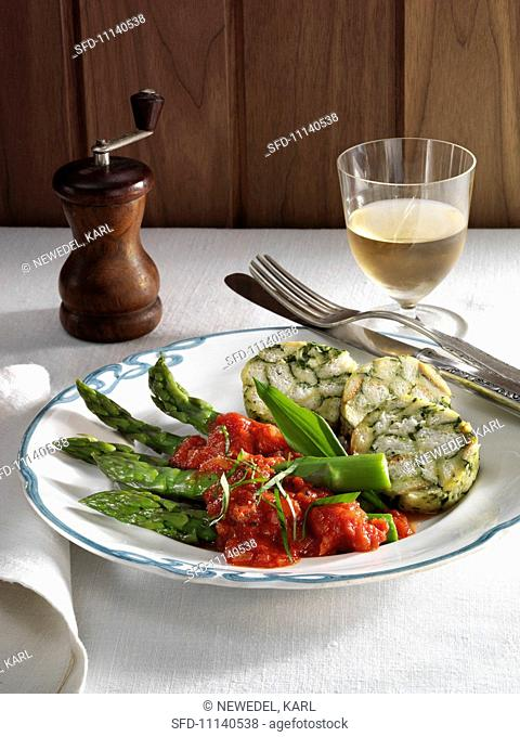 Ramson napkin dumplings with asparagus and tomato sauce
