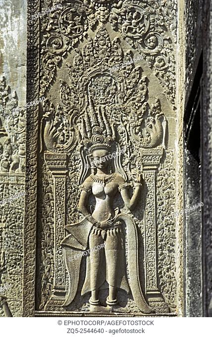 Cambodia - Angkor Wat, Outer west gateway, Celestial