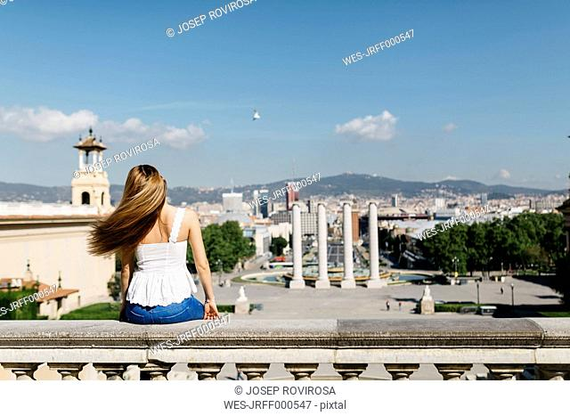 Spain, Barcelona, Young woman enjoying view of the city
