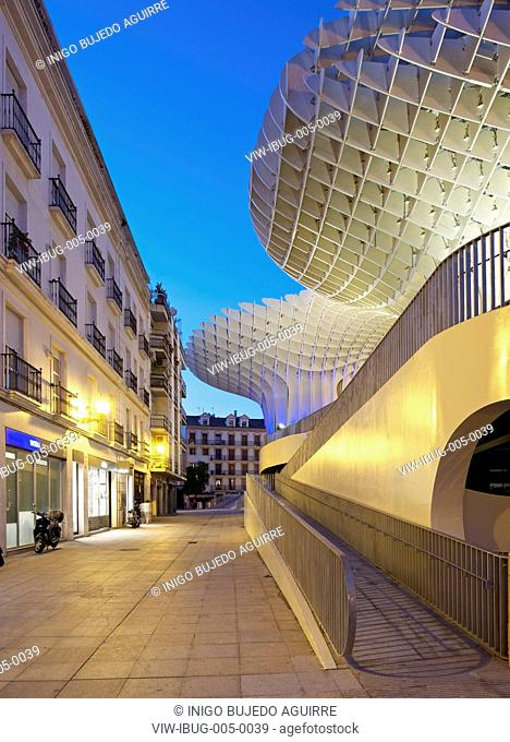 METROPOL PARASOL BY J MAYER H ARCHITECTS IN SEVILLA SPAIN. Evening view of lateral access rampsSEVILLA, SPAIN, Architect