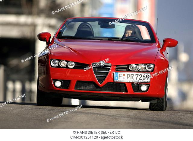 Alfa Romeo Spider 2.2 JTS Exclusive, model year 2007-, red, driving, frontal view, City, open top