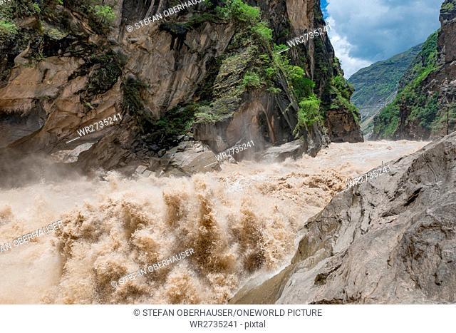 China, Yunnan Sheng, Diqing Zangzuzizhizhou, hike (2-day tour) to the Tigersprung Gorge of the Yangtze River, Tigersprung Gorge of the Yangtze River