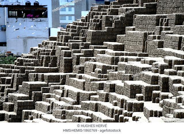 Peru, Lima, Miraflores District, Huaca Pucllana, pyramid of adobe bricks built by the Wari civilization between 800 and 1000 of our era