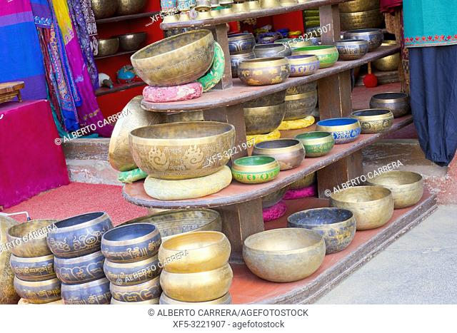Singing Bowls, Souvenirs Shop, Boudhanath Stupa, UNESCO World Heritage Siite, Kathmandu, Nepal, Asia