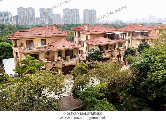 Houses in a luxury residential area in Hu Jing Lu, Chancheng Qu, Huanhu Garden, Foshan city, Guangdong, China, 2016