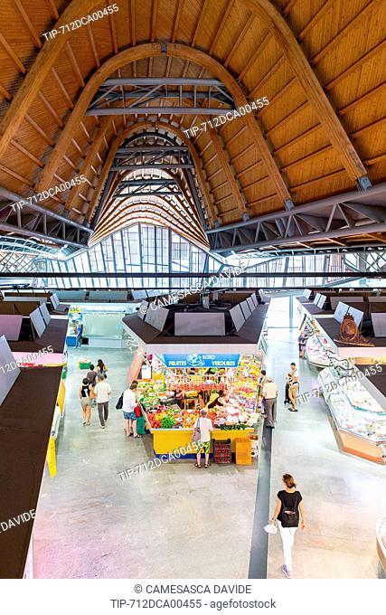 Spain, Catalonia, Barcelona, Santa Caterina market, Central hallways of the market
