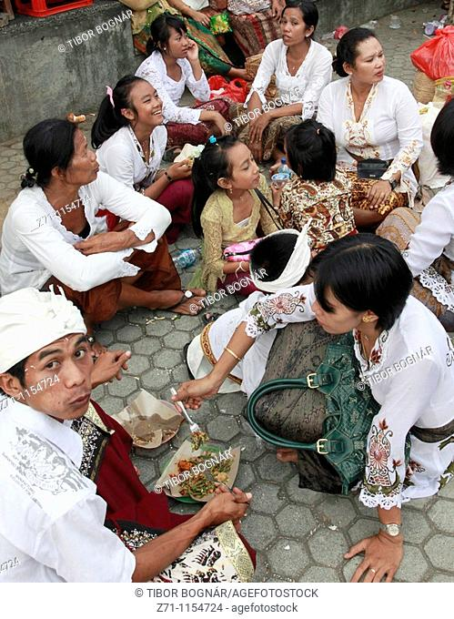 Indonesia, Bali, Mas, temple festival, group of people eating in the street
