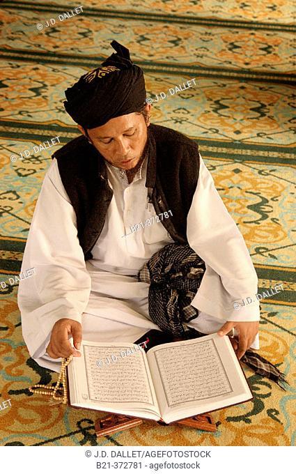 Malaysia. Kedah. Studying the Koran at the Majid Zahir Mosque in Alor Setar