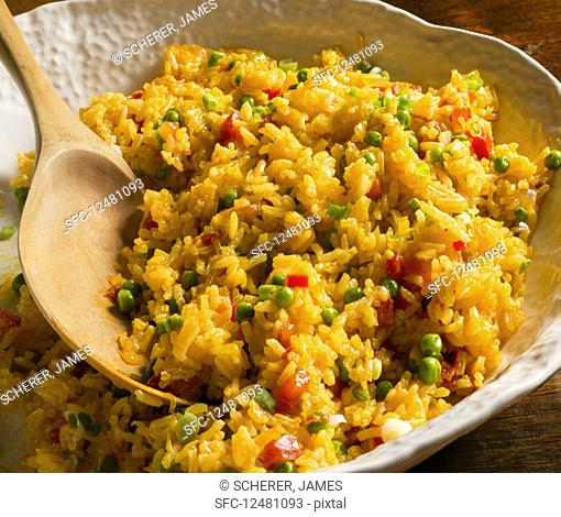 Saffron rice with peas and paprika