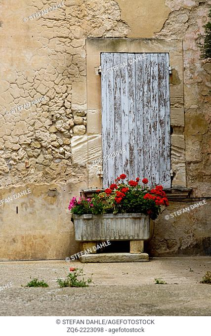 Flowers in the medieval Village Bonnieux, Provence, France