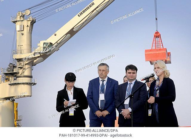 17 October 2018, Mecklenburg-Western Pomerania, Rostock: Aleksander Jurjewitsch Drosdenko (l-r), Governor of the Leningrad region, Vasily Sergeevich Osmakov