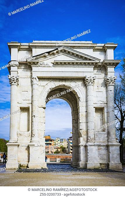 The Arco dei Gavi is an ancient structure in Verona. It was built by the gens Gavia, a noble Roman family who had their hometown in Verona