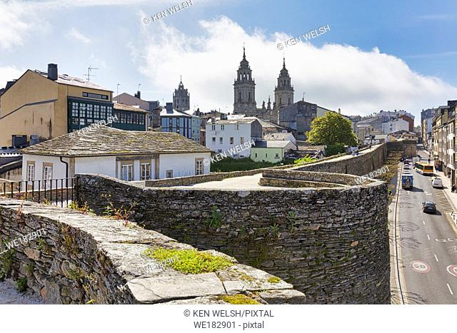 The Roman walls, with the cathedral of Santa Maria in the background, Lugo, Lugo Province, Galicia, Spain. The Roman walls of Lugo are a UNESCO World Heritage...