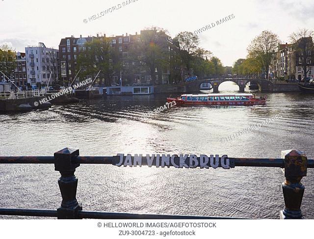 View from Jan Vinckbrug bridge across the Amstel river to Frans Hendriksz Oetgensbrug and the Prinsengracht, Amsterdam, Netherlands