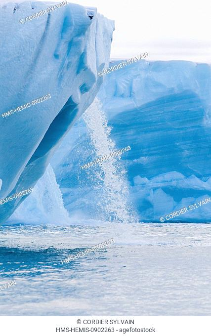 Norway, Svalbard, Nordaustlandet, Brasvell Glacier, ice melting which forms rivers and fountains