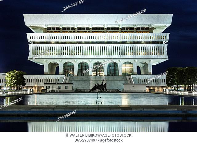 USA, New York, Hudson Valley, Albany, New York State Capitol, Rockefeller Empire State Plaza, State Library, dusk