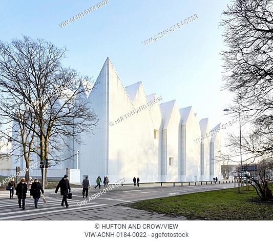 Szczecin Philharmonic Hall, Szczecin, Poland. Architect: Studio Barozzi Veiga, 2014. Facade perspective with zigzag roof profile against clear sky