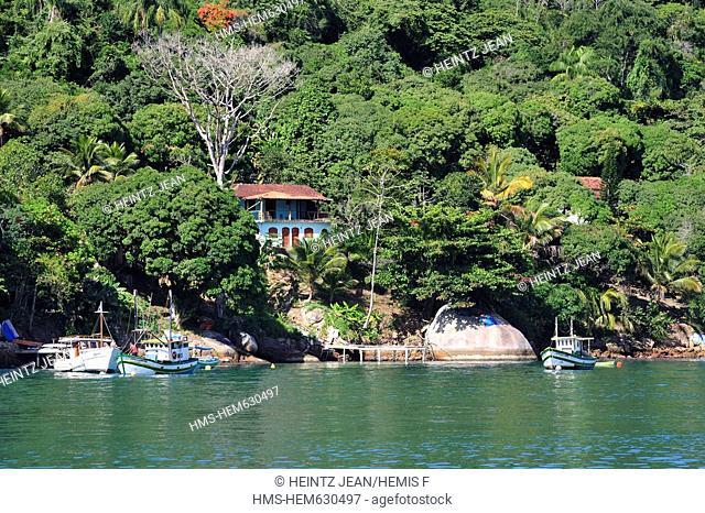 Brazil, Rio de Janeiro State, Paraty, houses on the coast of Paraty Bay