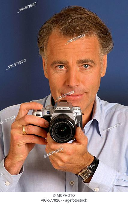 Fotograf mit Digitaler Spiegelreflex-Kamera, 2005, Hamburg - Hamburg, Germany, 20/07/2005