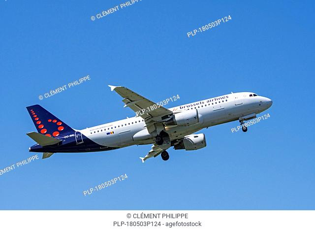 Airbus A320-214, narrow-body, commercial passenger twin-engine jet airliner from Belgian Brussels Airlines in flight against blue sky