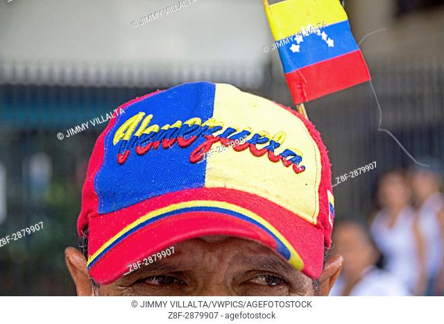 A man wearing a cap with the name of Venezuela and a small flag, in protest. The Bureau of Democratic Unity (MUD) mobilizes protesters on Wednesday