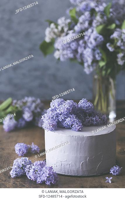 Rustic layer cake with lilac blossom