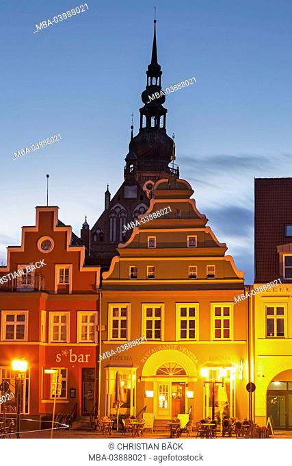 Houses on the marketplace with cathedral St. Nikolai, Hanseatic town Greifswald, Western Pomerania, Mecklenburg-West Pomerania, Germany