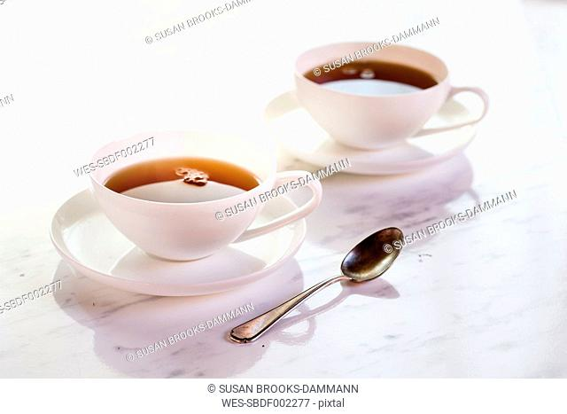 Black tea in two white porcellain cups