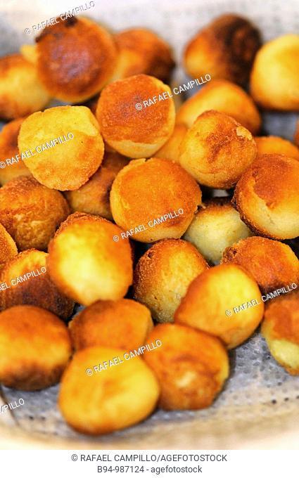 Round fried potatoes