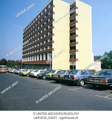 Erholung im Kurort Hévíz, Ungarn 1984. Recreation at the health resort Hévíza; Ungarn 1984
