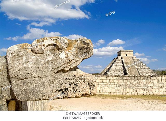 Chichen Itza, Quetzalcoatl, Feathered Serpent deity and Stepped pyramid of Kukulkan, El Castillo in the background, Yucatan, Mexico