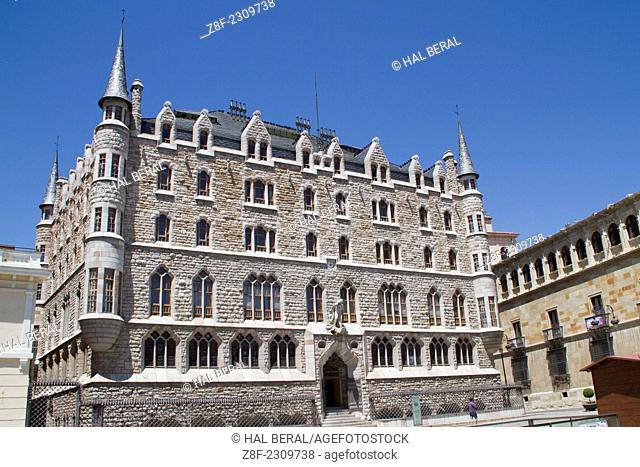 Casa de Botines looking like a gothic castle designed by Antoni Gaudi in 1892