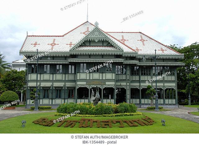 History, historic wooden royal buildings, Suan Hong Residence, Vimanmek Palace, Phra Ratchawang Dusit, Bangkok, Thailand, Southeast Asia, Asia
