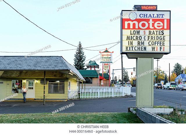 North America, USA, Oregon, Bend, RAW America Chalet Motel, Highway 97
