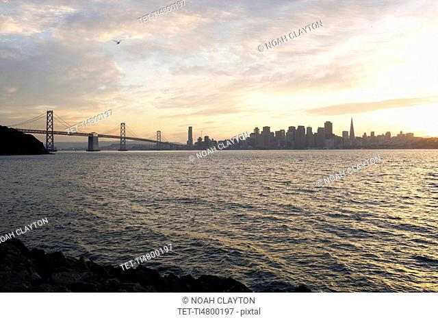 USA, San Francisco, City skyline with Golden Gate Bridge