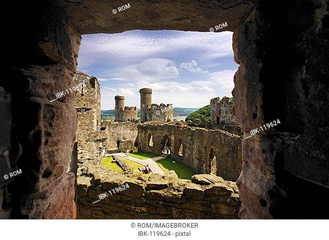 World Heritage Site King Edward's Castle and town walls, Conwy, Wales, Great Britain