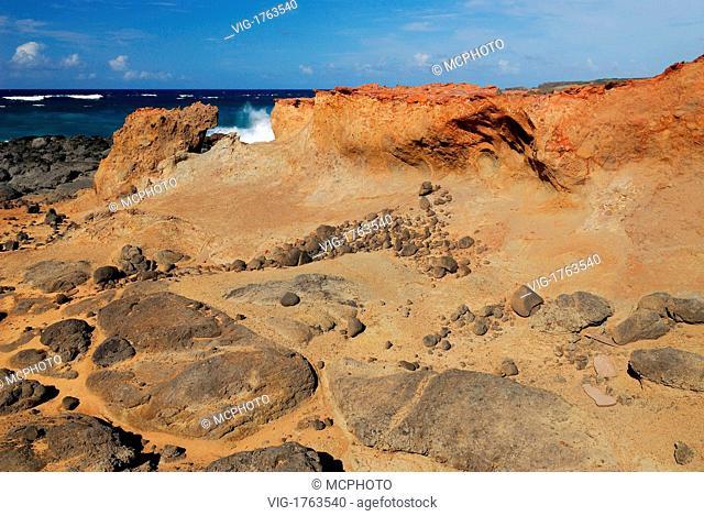 Red and black lava rocks on Moomomi Beach Molokai - Hawaii, USA; Amerika, 21/04/2006