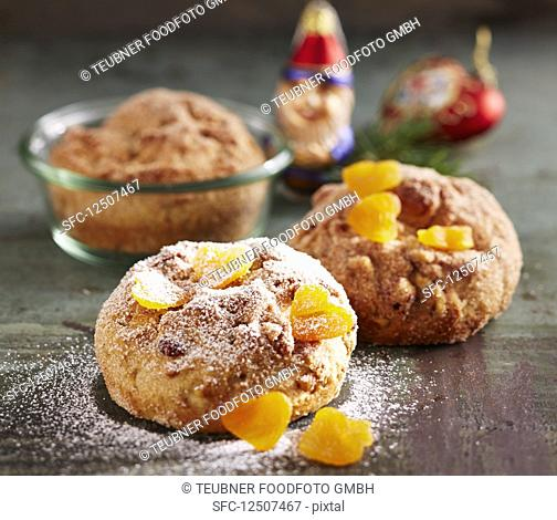 Small nut stollen cake back in glasses
