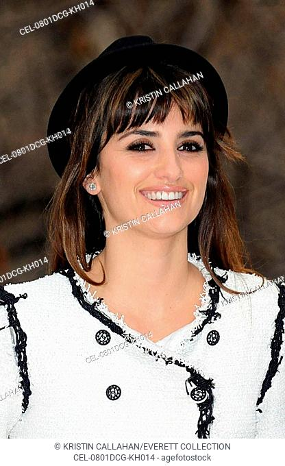 Penelope Cruz at the press conference for Unbreakable Kiss Mistletoe Installation Ribbon Cutting Launch, Madison Square Park, New York, NY, December 01, 2008