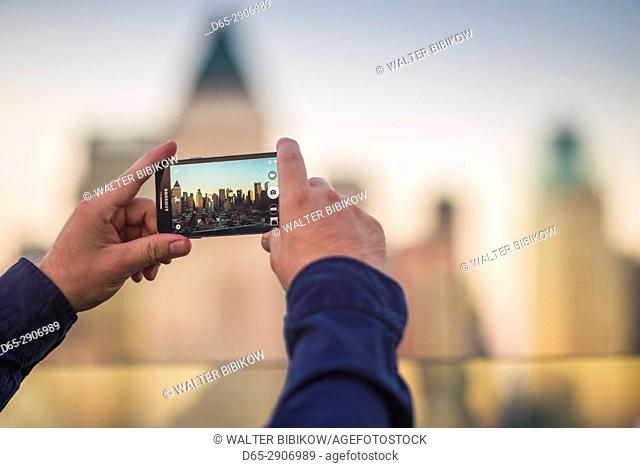 USA, New York, New York City, Mid-Town Manhattan, cell phone skyline