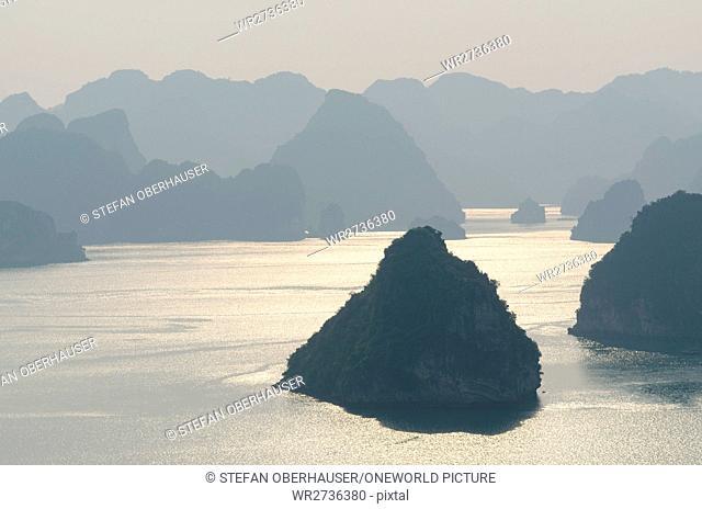 Vietnam, Quang Ninh, Ha Long, view of the Halong Bay at dusk