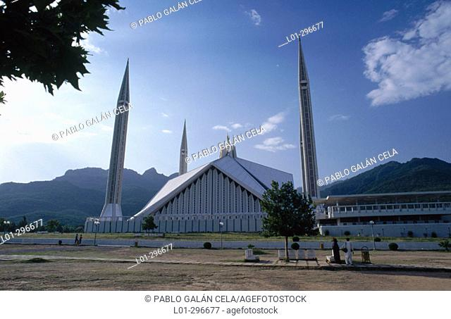 Shah Faisal Mosque (by Vedat Dalokay) in Islamabad. Pakistan