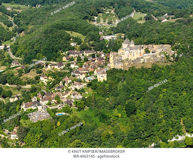 Aerial view, castle and village, Castelnaud-la-Chapelle, Perigord, Dordogne département, Aquitaine region, Southern France, France