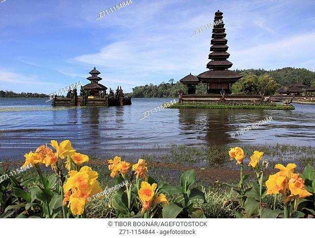 Indonesia, Bali, Lake Bratan, Ulun Danu Temple