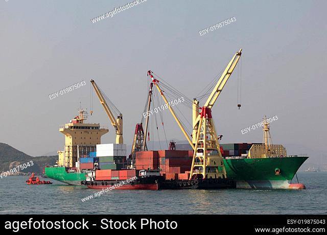 Containerschiff Entladung