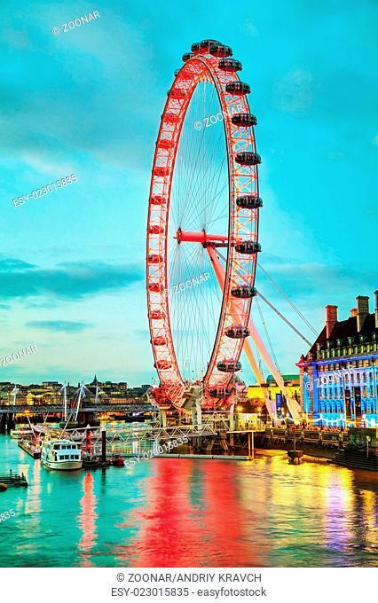 The London Eye Ferris wheel in the evening