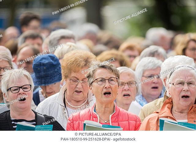 10 May 2018, Germany, Muenster: Believers singing at a service for Ascension Day. From the 09 May until the 13 May Catholic Day is taking place in Muenster...