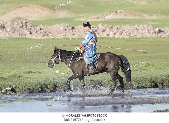China, Inner Mongolia, Hebei Province, Zhangjiakou, Bashang Grassland, Mongolian man traditionnaly dressed with his horse