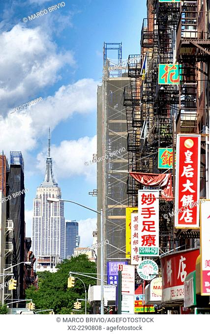 The Empire State Building seen from Chinatown, Manhattan, New York, USA