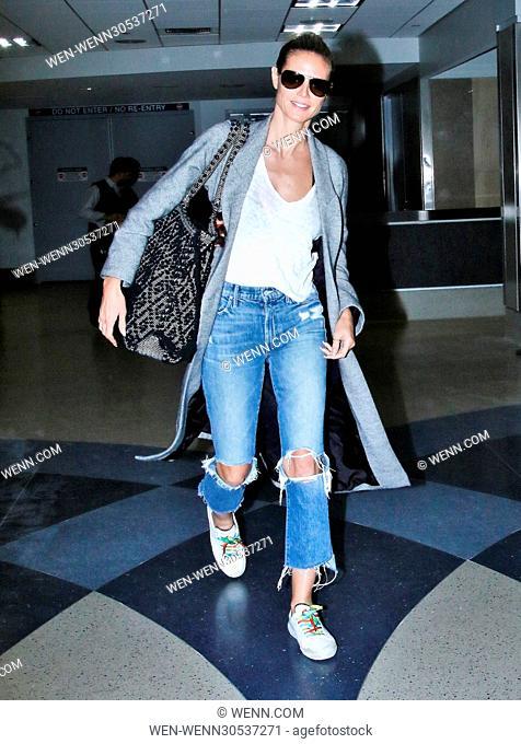 Heidi Klum arrives at Los Angeles International (LAX) Airport Featuring: Heidi Klum Where: Los Angeles, California, United States When: 30 Nov 2016 Credit: WENN